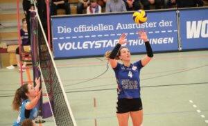 Lia-Tabea Mertens beim Zuspiel Foto: René Siegling