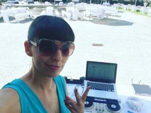 Maya Nikolic als DJ
