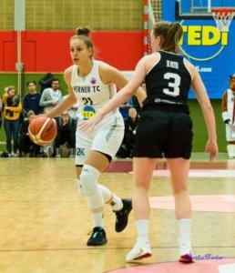 Sarah gegen Hema im EuroCup; Foto von  PodoFoto